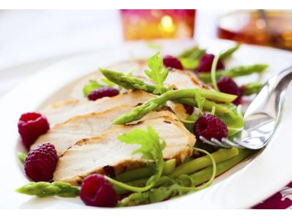 Chicken with asparagus and raspberries