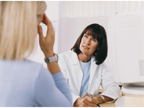 A woman speaks with her doctor about allergy symptoms.