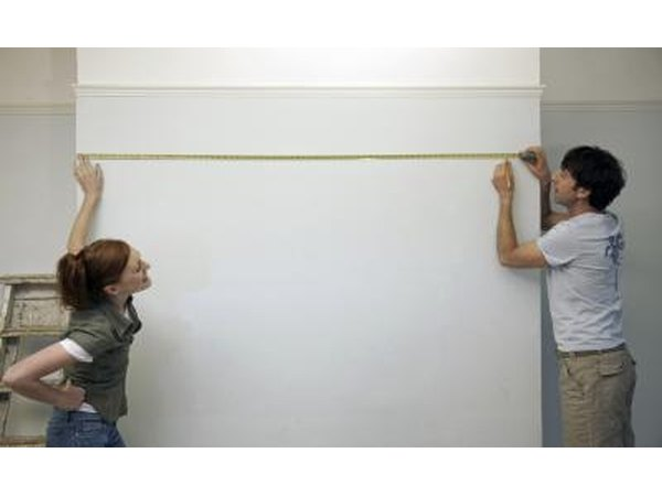 Couple measuring wall