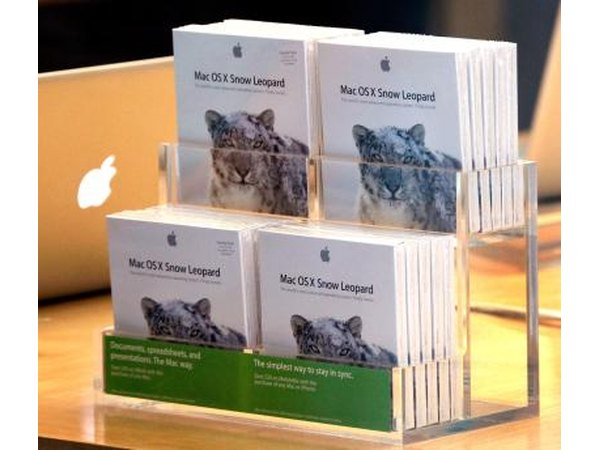 Copies of Mac OS X Snow Leopard on Apple store counter