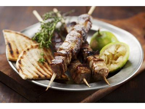 Meat skewer with bread and lime.