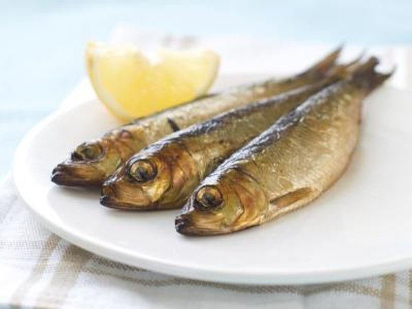 What are good foods to eat to lower cholesterol ehow for Cholesterol in fish