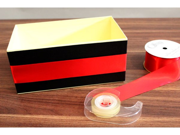 Wrap the box with ribbon.