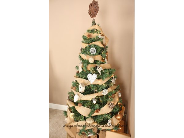 This adorably rustic tree would wow in any home.