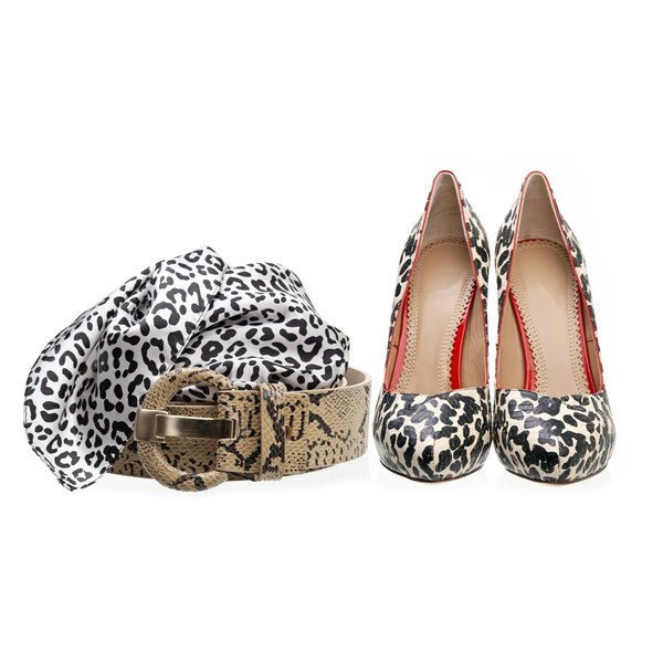 A black and white leopard print allows you to bring in a bright accent color.
