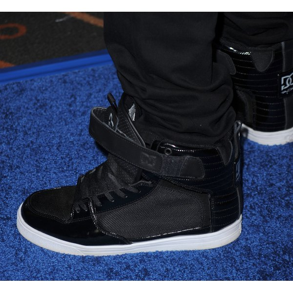 "Justin Beiber tucks his jeans into his sneakers at the 2010 ""Megamind"" premiere in L.A."