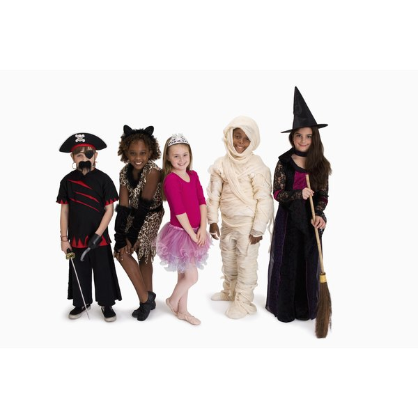 offer alternative activities for children who do not want to play games - Halloween Games To Play At School