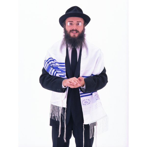 Photo, portrait of a rabbi wearing a tallith, Color, High res