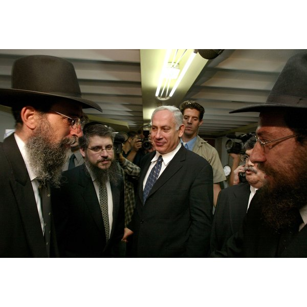 Netanyahu Visits Soup Kitchen