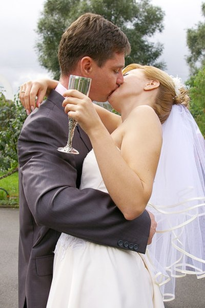The subject of who pays for the alcohol is debated by wedding experts.