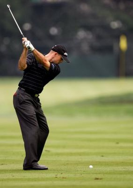 Even on this short backswing, PGA Tour player Jonathan Byrd's right shoulder can be clearly seen between his forearms.
