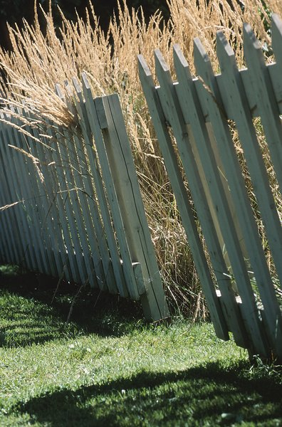Vegetable garden fence ideas home guides sf gate - How to keep intruders out of your garden ...