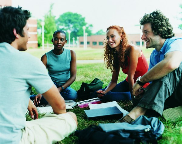 What are the characteristics of a good college student essay