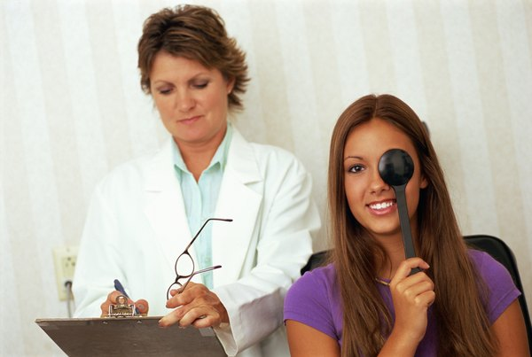 Duties of an Optical Assistant Woman – Optician Assistant
