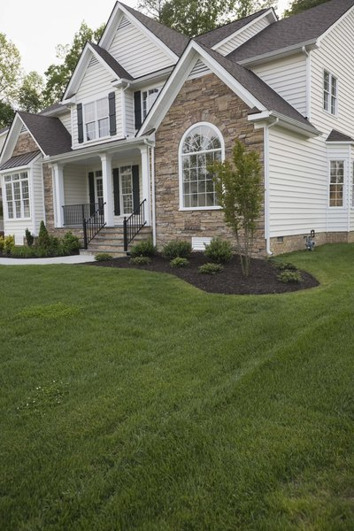 How To Landscape Around A New House : How to make new landscape beds around a house foundation