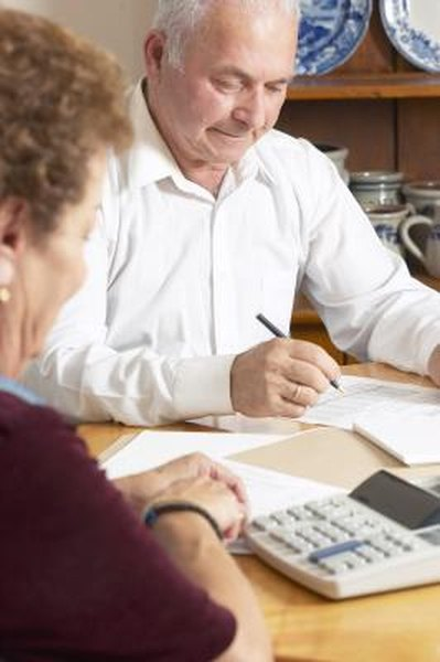 When deciding when to retire, combine your own and your spouse's SSA benefits.