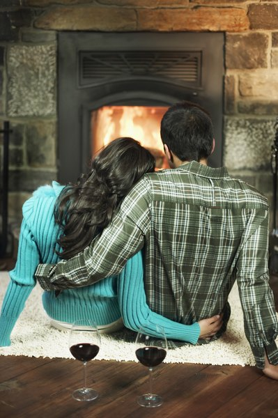 How to Create a Romantic Room With a Fireplace