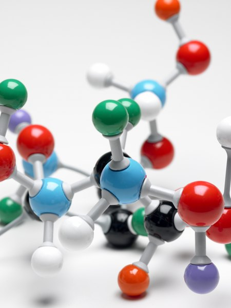 how do atoms make up organic compounds Organic compounds are made up of carbon chains along with  as a result, it  can form many types of bonds with other carbon atoms and.