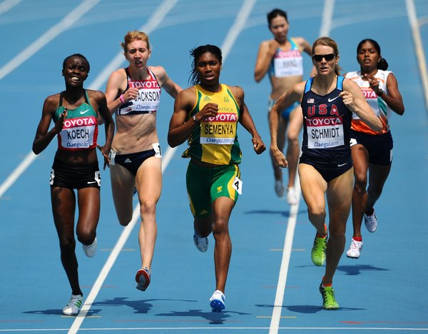 Alice Schmidt Front Right Of The United States Competes With Others In 800