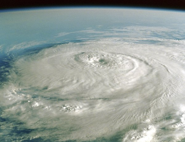 How do worldwide wind patterns affect ocean climate and the location of hurricanes?