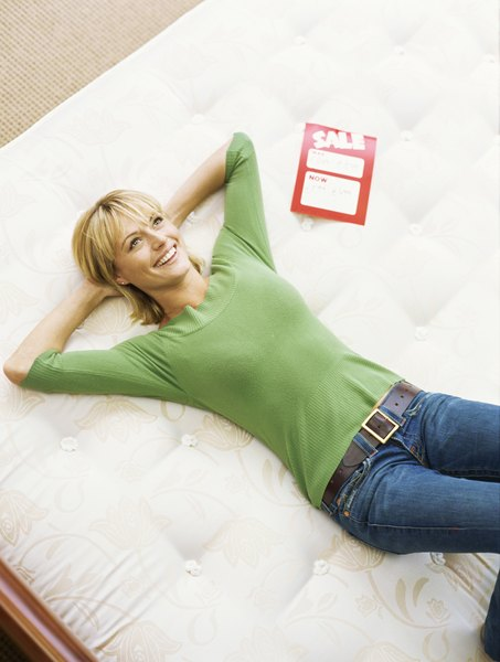 how to choose the best king size mattress home guides. Black Bedroom Furniture Sets. Home Design Ideas