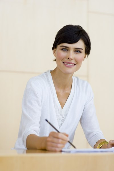 the average salary wages of a dental receptionist woman
