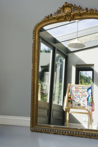 How to decorate walls around an off center window above a for Espejos en la sala
