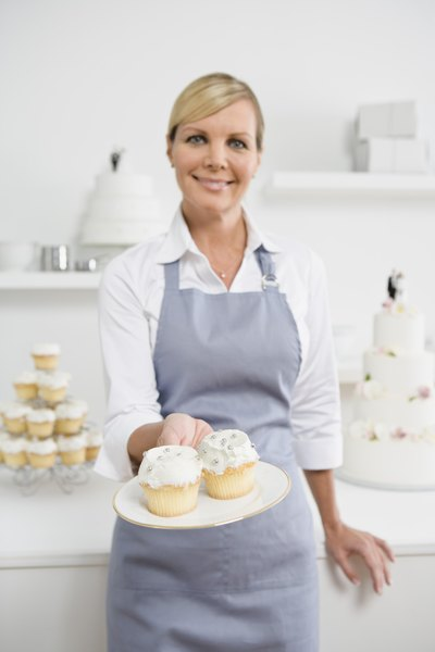 The National Average Starting Salary for Baking & Pastry Chefs - Woman