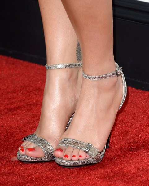 What Color To Paint Toenails With Silver Rhinestone Shoes