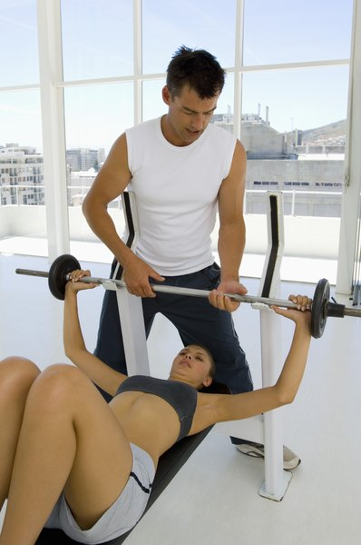 A Three Day Workout Plan Focused On Bench Presses The Chest Woman