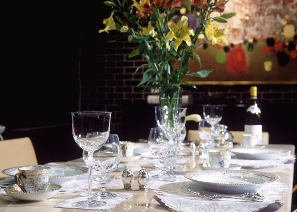 How to Set the Table for a Romantic Dinner