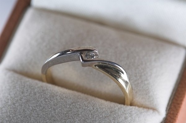 Romantic Ways to Give a Promise Ring