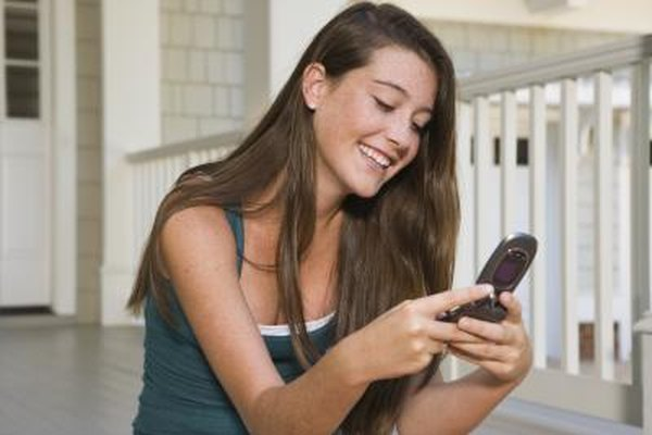 How to Get a Guy's Attention Through Text Without Bugging Him