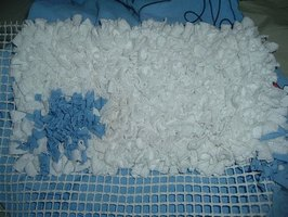 make a fluffy rag rug