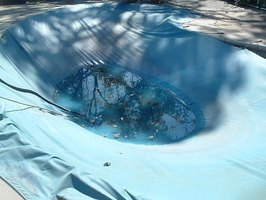 get water off a pool cover