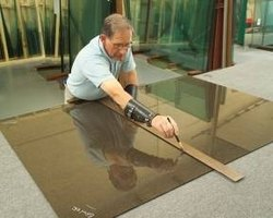 Cutting a single pane of glass
