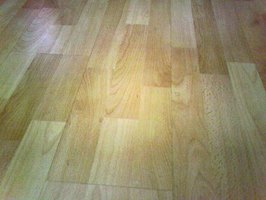 Tile Flooring Vs. Wood Laminate