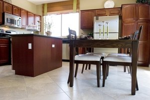 Ideas To Paint A Kitchen With Chair Rails Ehow