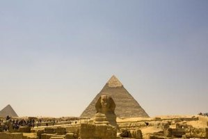 Could mirrors have lit the pyramids?