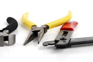 A good pair of wire cutters is one of the only tools you need to wire an Advance T5 ballast.