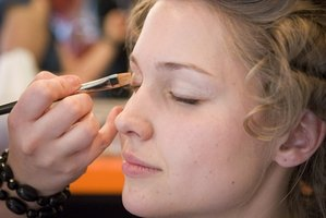 Bacteria can grow on makeup brushes and cause skin and oil duct infections.