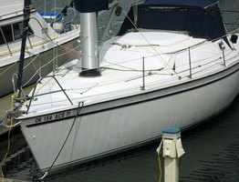 Creating a Bimini top for your boat gives you shelter from the sun and light rain.