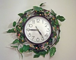Wall clocks can be repaired at home.