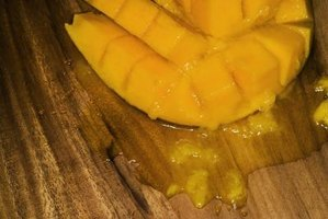 The mango tree provides a delicious fruit when it is planted judiciously.