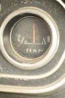 The temperature gauge allows you to monitor the temperature in the engine.