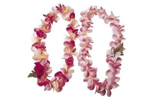 Flower leis can remain fresh for days when properly stored.