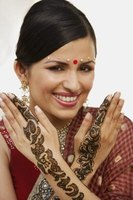 Henna is a natural way to dye your skin or hair.
