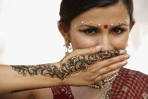 Keep your henna tattoo fresher longer by creating a natural seal.