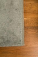A gray rug can be a tasteful color for the floor setting.