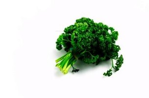 Raw parsley and spinach help the production of glutamine, a building block of glucosamine.